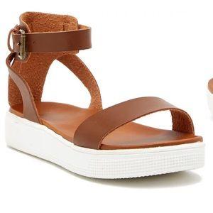 Mia Cognac Colored 'Ellen' platform sandal
